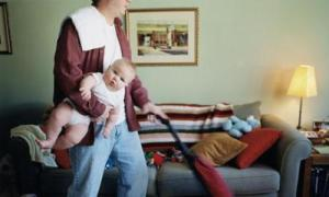Father-does-housework-whi-006